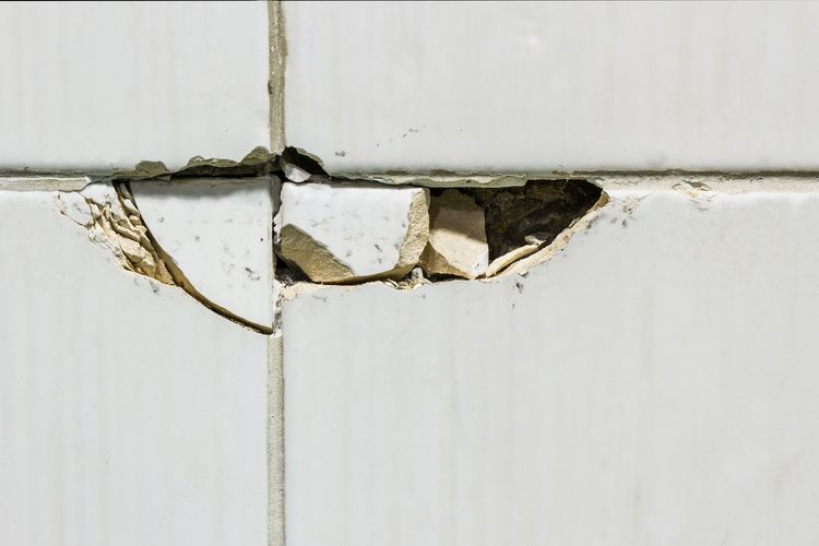 How-to-repair-replace-cracked-tiles