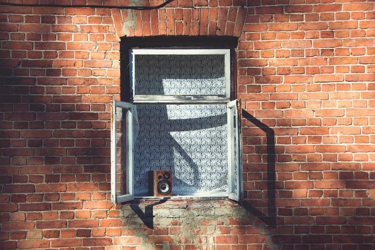 Window-frame-1081671_1280