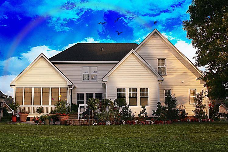 Family-home-700225_1280